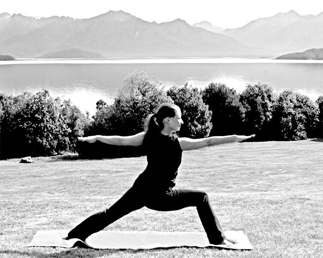 Yogapose Diana Radnai Sportschule Choi